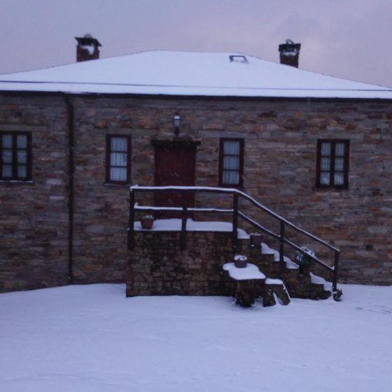 Escaleras nevadas